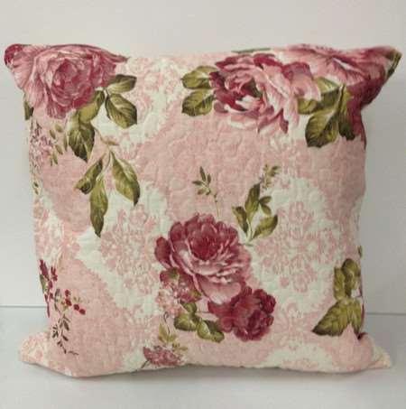 Almofada rosa com flores