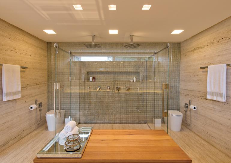 banheiro em travertino romano