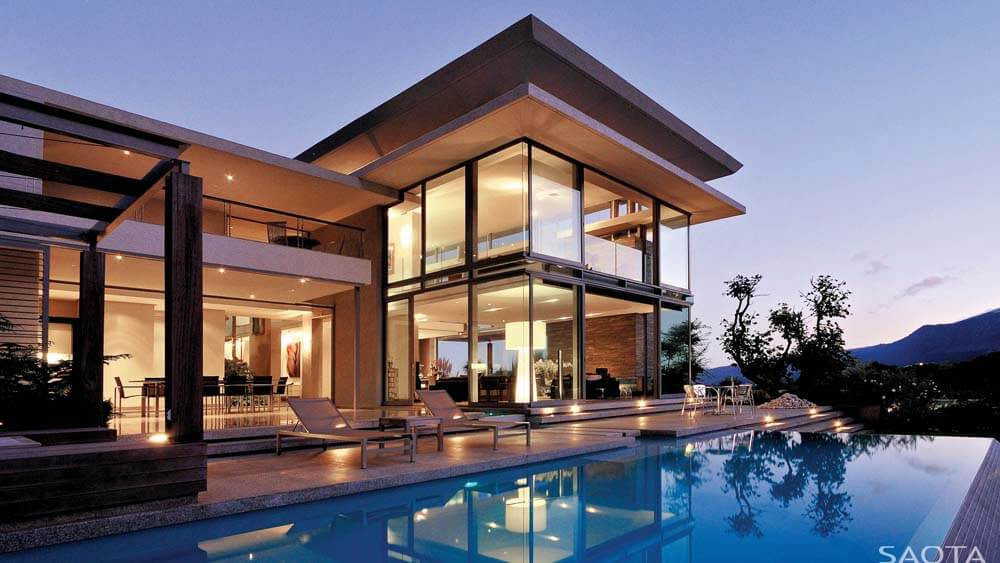 Casa Luxuosa com fachada de vidro