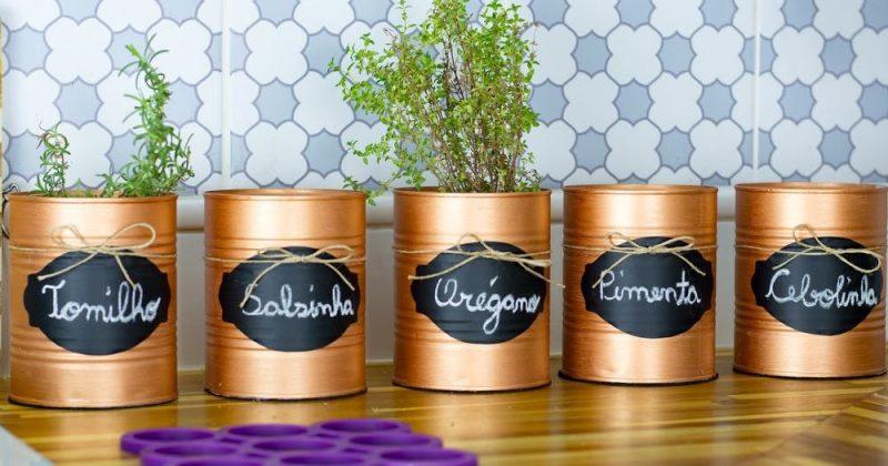 decoração de cozinha com latas