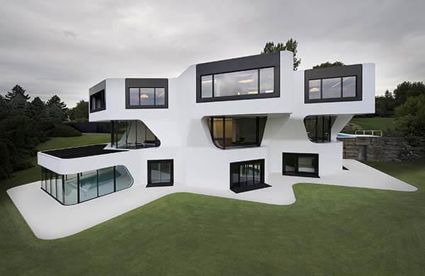 Fachada de casa contemporânea de luxo