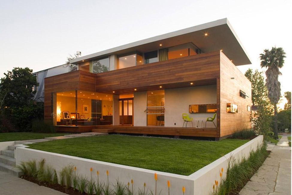 Fachada de casa de madeira moderna de dois pisos
