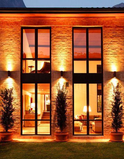 Iluminação de fachada de pedra