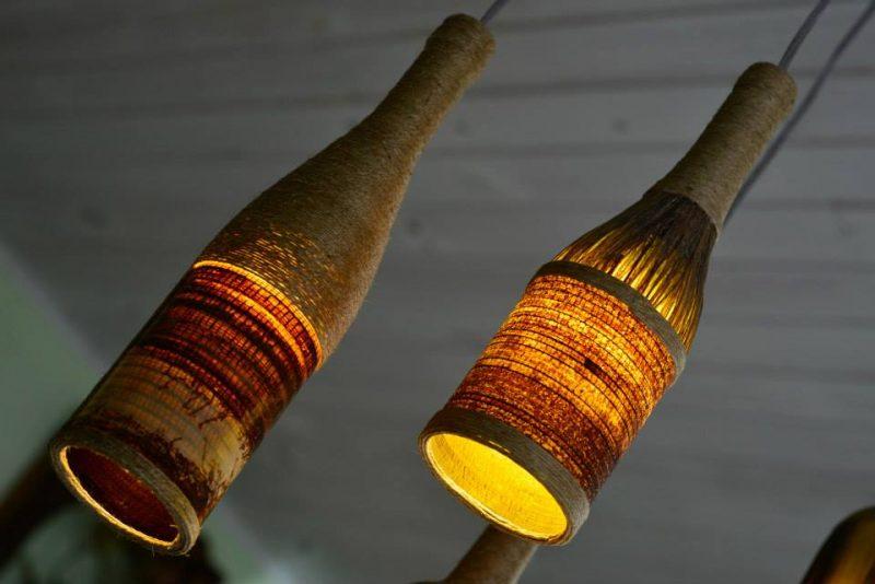 Luminária de Garrafa com Fibras