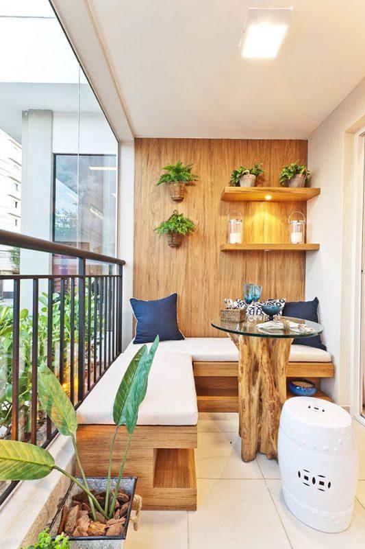 Sofá de canto em varanda decorada fechada