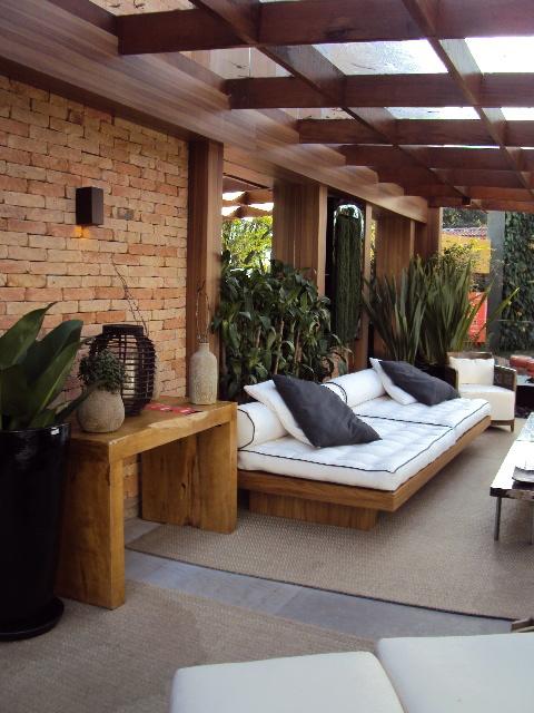 Sofás de de deitar na decoração de varanda rústica