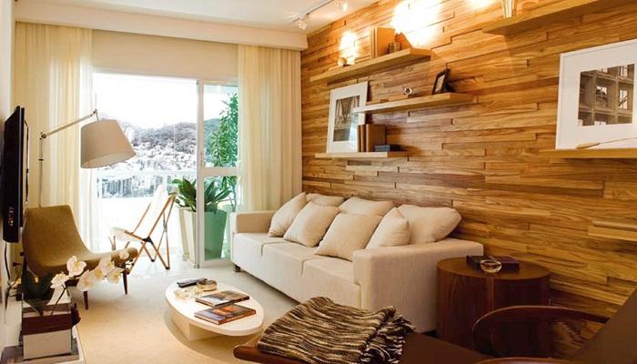 parede revestida com madeira na sala de estar