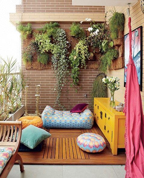 Plantas suculentas em em varanda decorada residencial