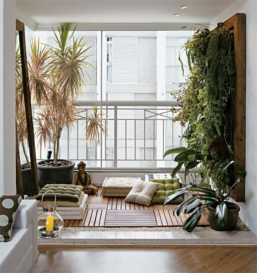 Plantas em jardim vertical para varanda decorada