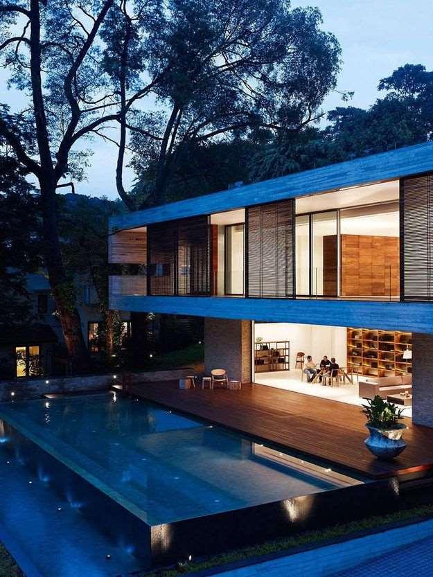 fachada de sobrado grande moderno com piscina