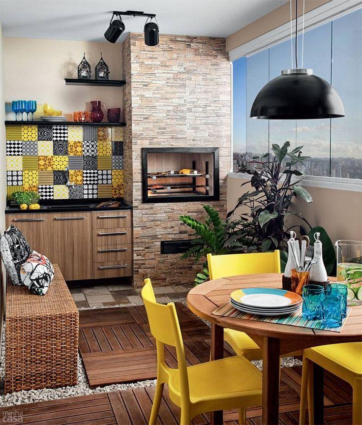 móveis coloridos em varanda gourmet