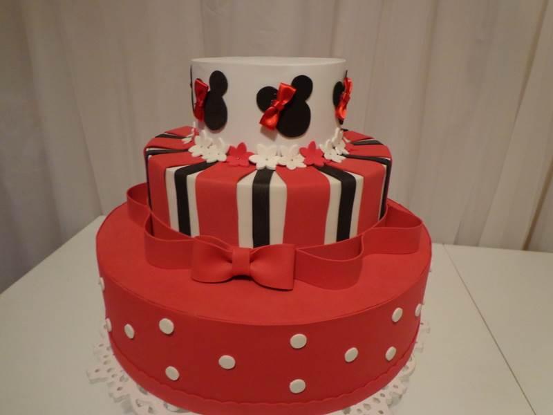 bolo decorado para festa de aniversário da Minnie Mouse vermelho
