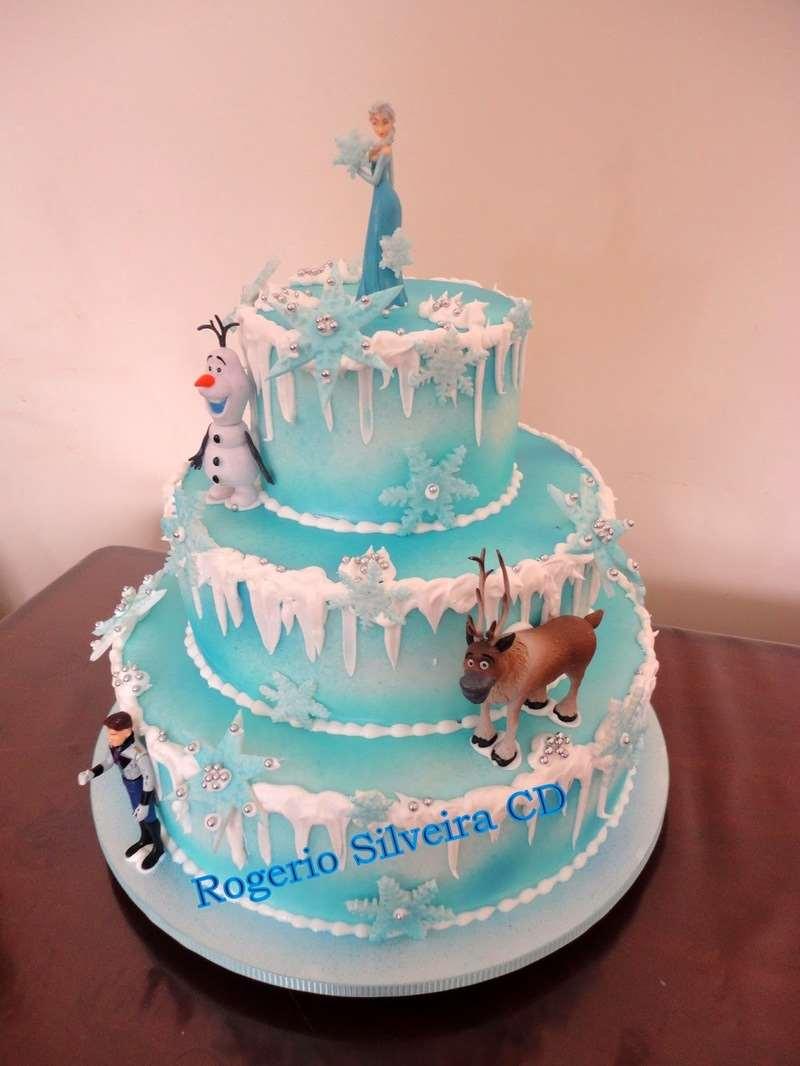 Bolo de 3 níveis da aventura de Frozen