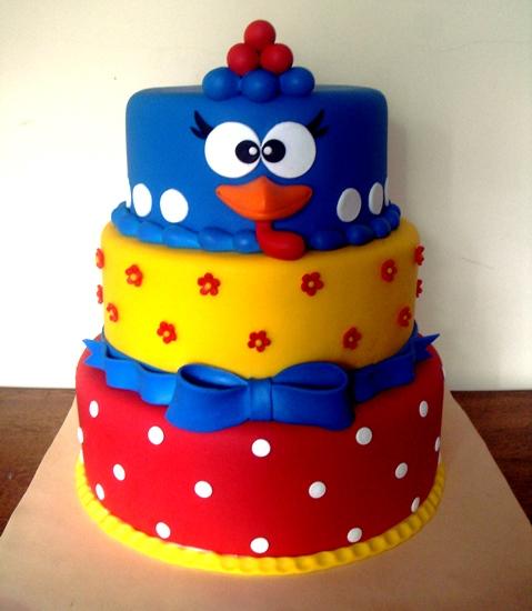 bolo decorado colorido da Galinha Pintadinha