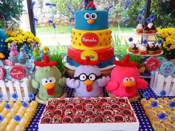 bolo e docinhos personalizados da Galinha Pintadinha e sua turma