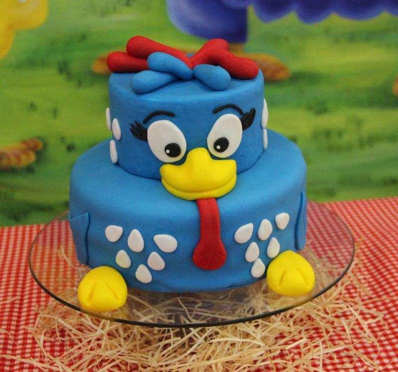 Pequeno bolo de aniversário da Galinha Pintadinha