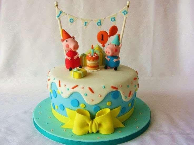 belo bolo confeitado da Peppa e seu irmão