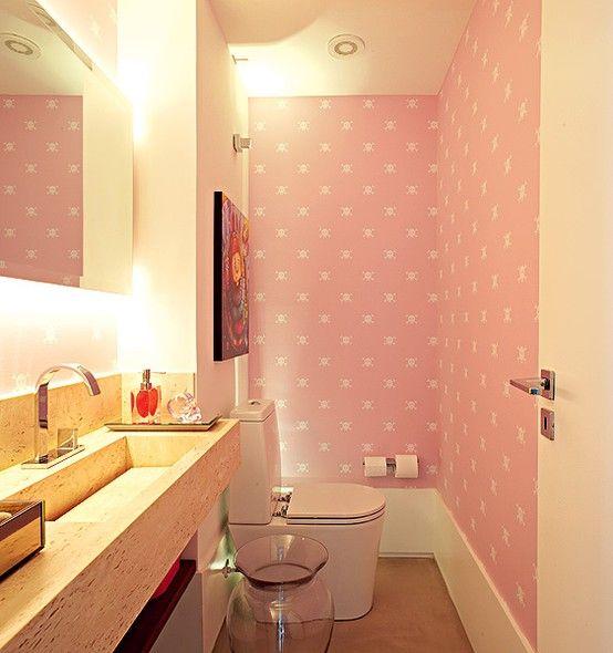Banheiro revestido cor de rosa