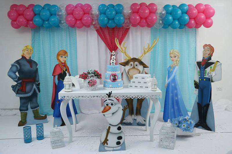 decoração com os personagens de Frozen