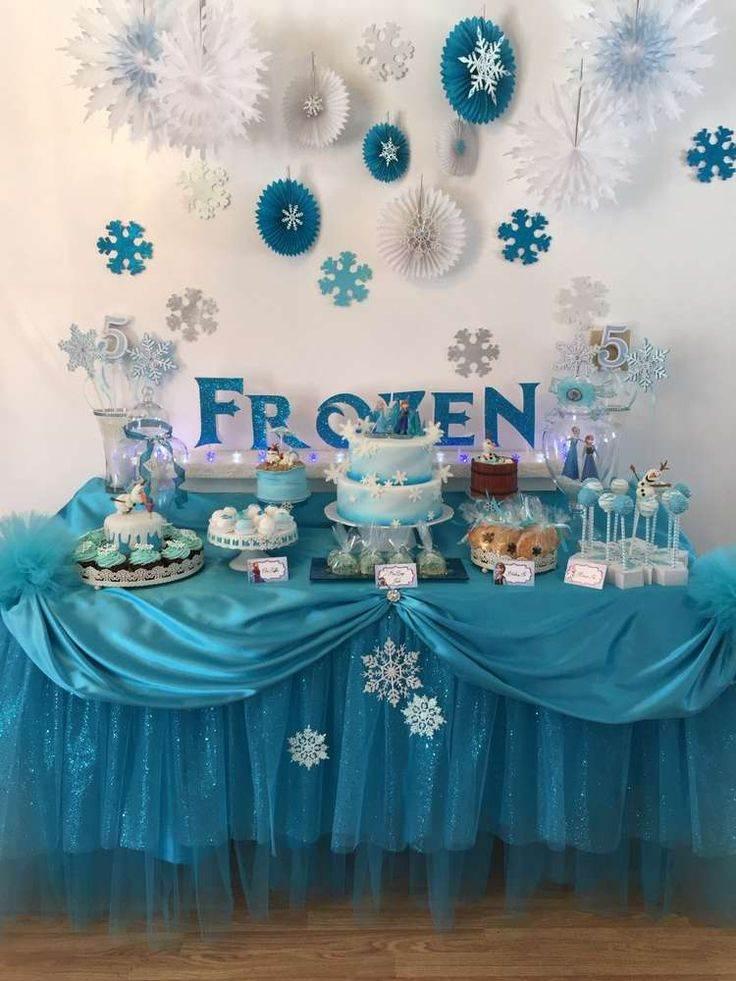 mesa arrumada para festa Frozen