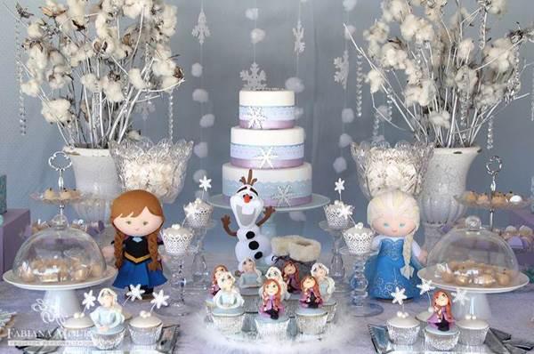 decoração para mesa estilo Frozen aventura congelante