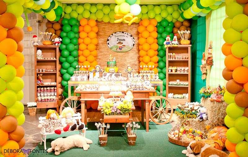 decoração de campo de fazenda de aniversário