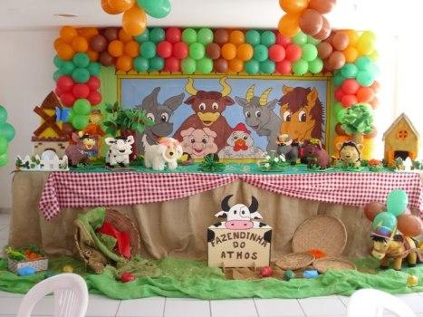 Olha que legal: bichinhos da fazenda com balões!
