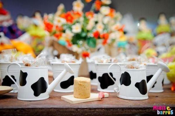 Canequinhas de lembrancinha para uma festa temática de fazendinha