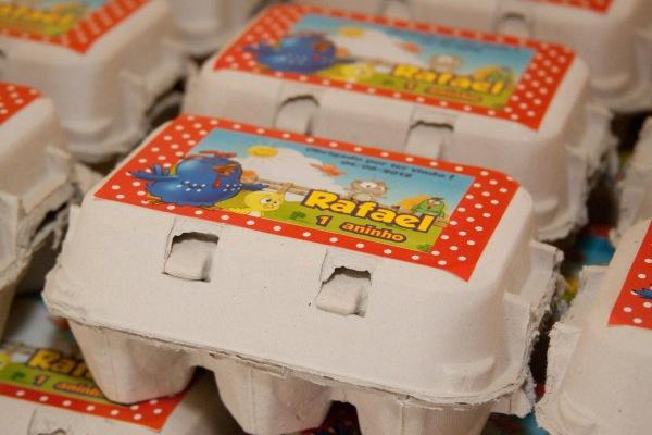 caixinha de ovos lembrancinha da galinha pintadinha