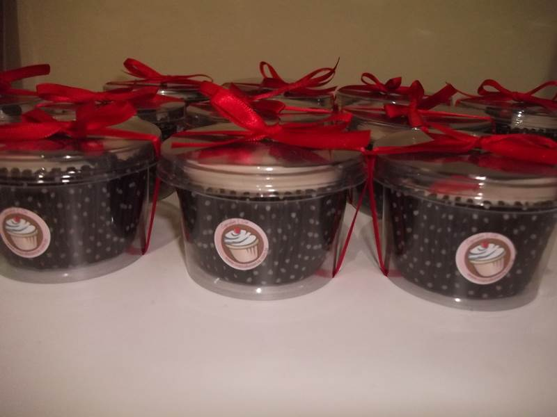 Potinho de chocolates de lembrança da festinha de anoversário