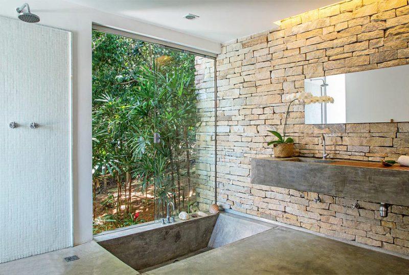 parede de banheiro de pedra