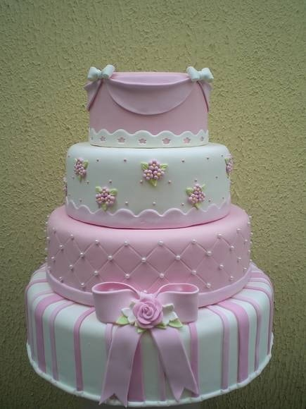 Lindo bolo decorado para festa temática de bailarina