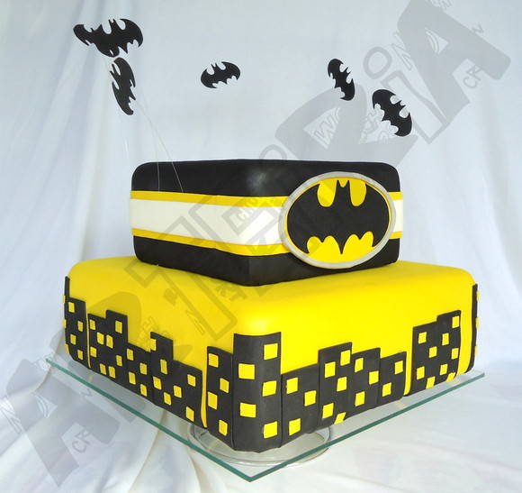 Bolo do Batman quadrado para festa infantil
