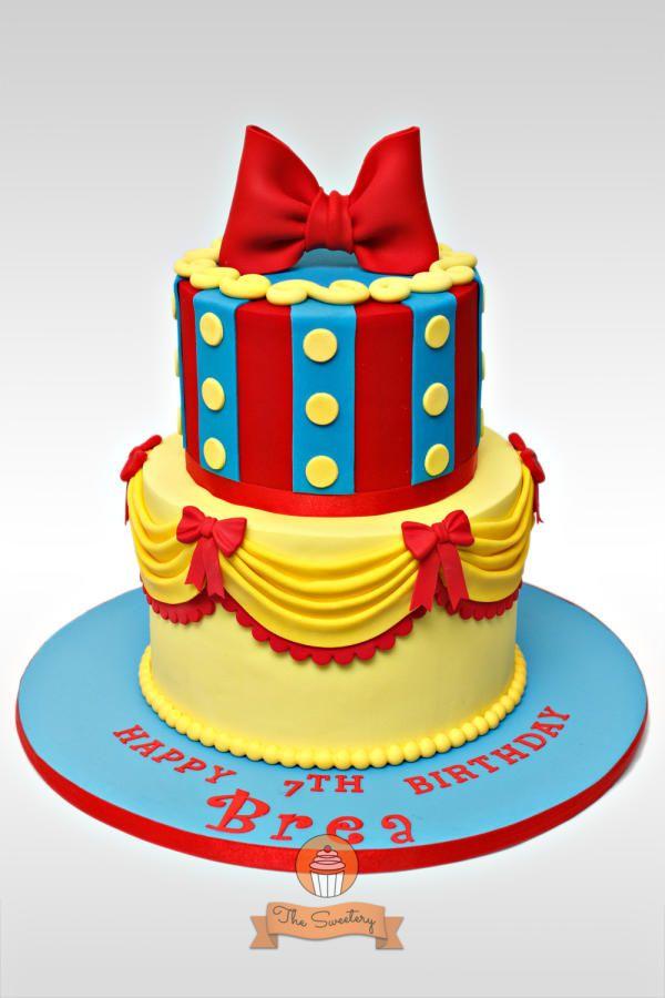 bolo de 2 níveis da princesa Branca de Neve.