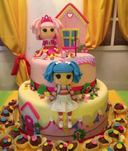 decoração de bolo com as personagens da Lalaloopsy