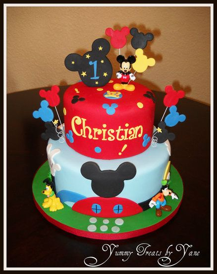 Bolo decorado colorido do Mickey Mouse