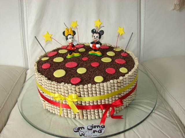 Bolo de aniversário do Mickey e Minnie decorado