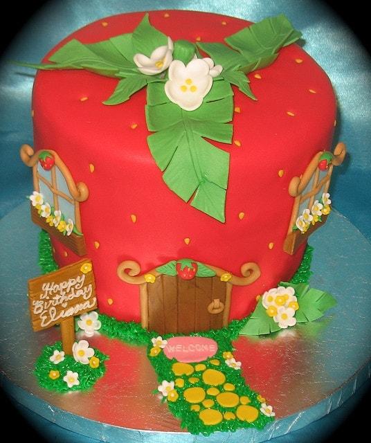 bolo decorativo exclusivo para festa da Moranguinho