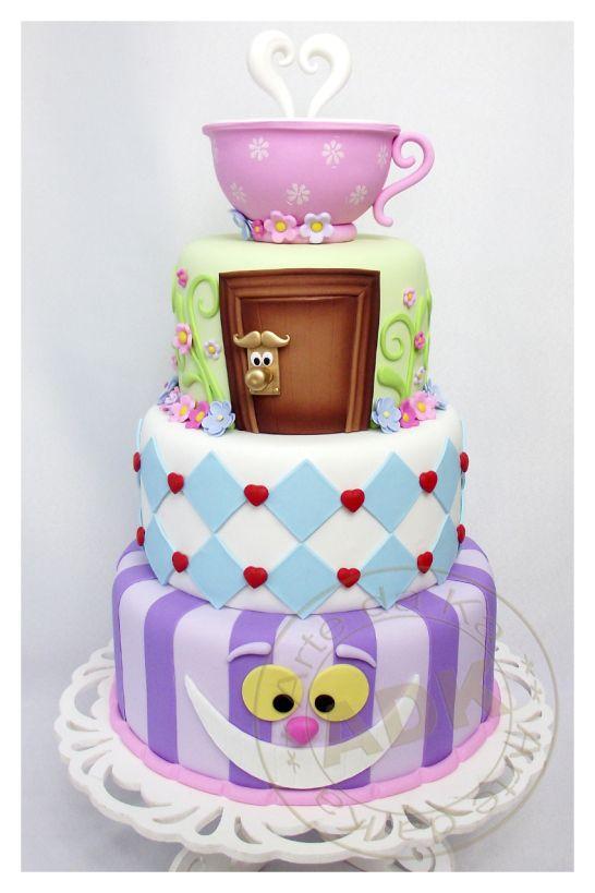 bolo decorativo tema alice no país das maravilhas