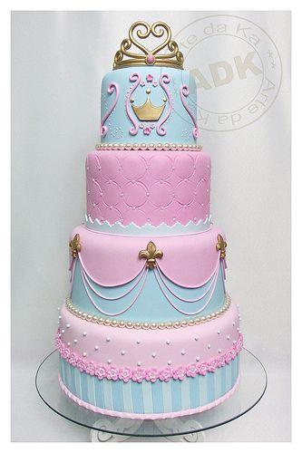 bolo de 4 níveis de princesas