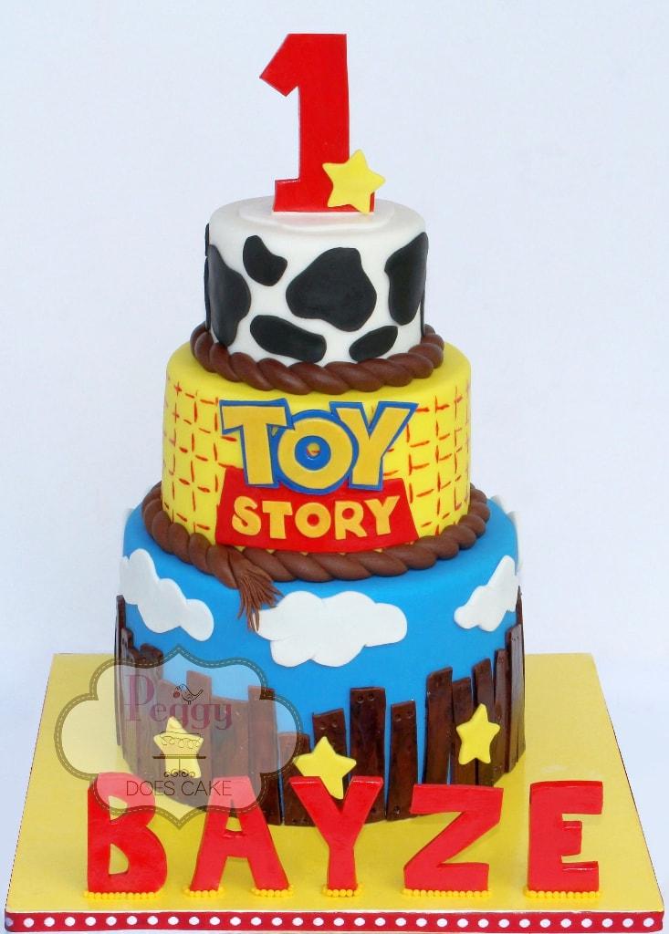 bolo de 3 níveis de TOy Story