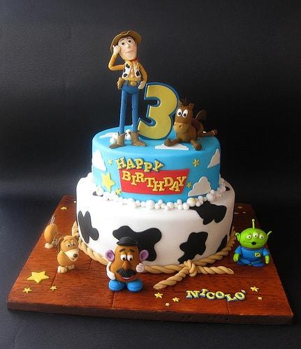 bolo para festa tema toy story