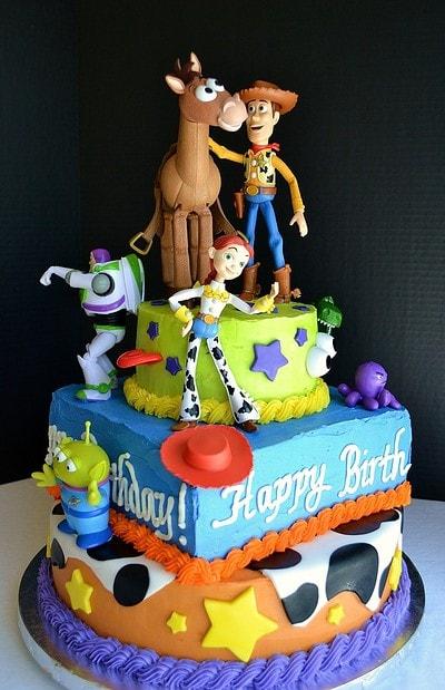 torta de aniversário com os personagens de Toy Story