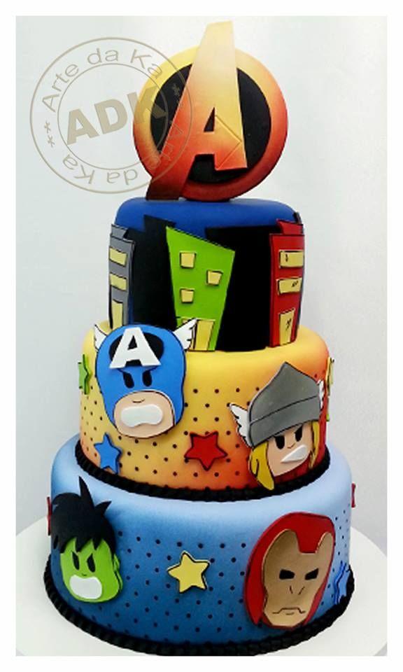 Bolo personalizado dos vingadores para festa de aniversário