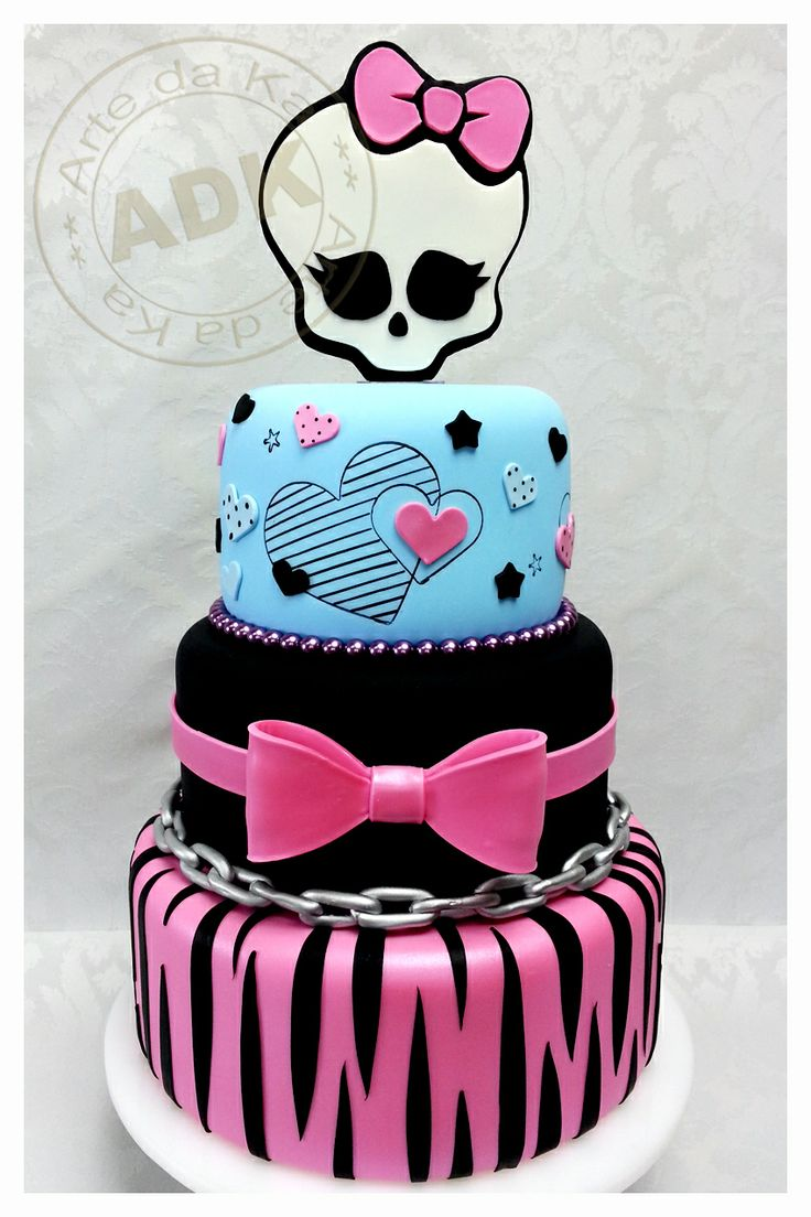 Bolo de 3 níveis de Monster High
