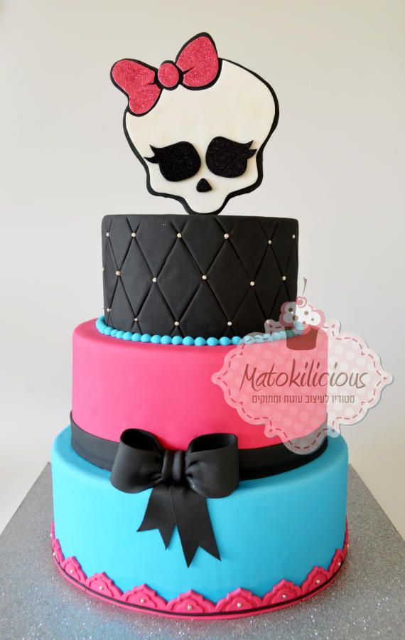Bolo preto, rosa e azul de Monster High
