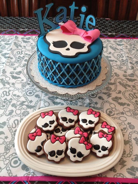 Docinhos e bolo personalizados para decoração de festa Monster High