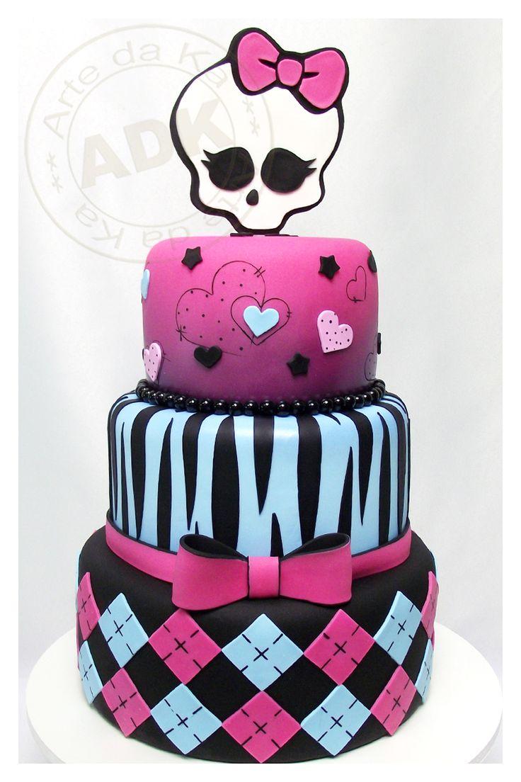 Bolo de aniversário 3 níveis decorado temático de Monster High