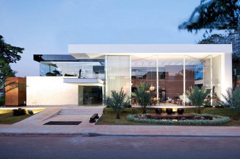 Casa de vidro sem telhado