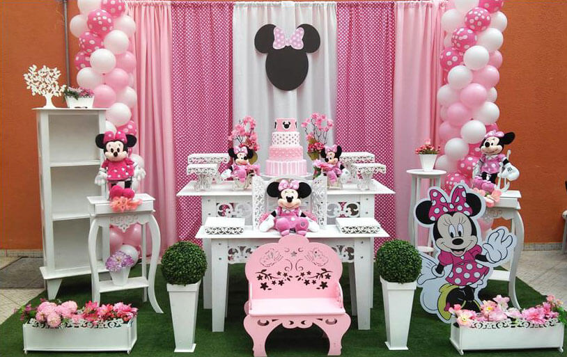 Decoração de aniversário em cor de rosa e branco
